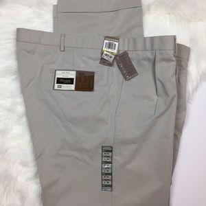 Dockers Pants - Dockers pleated Coit Pant Khaki men's W44 L32